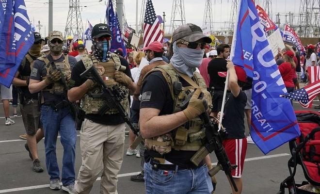 ABD'nin Virginia eyaletinde silahlı gruplar sokaklara indi