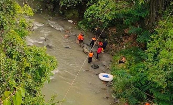 Otobüsün nehre düşmesi sonucu ölü sayısı 32'ye çıktı