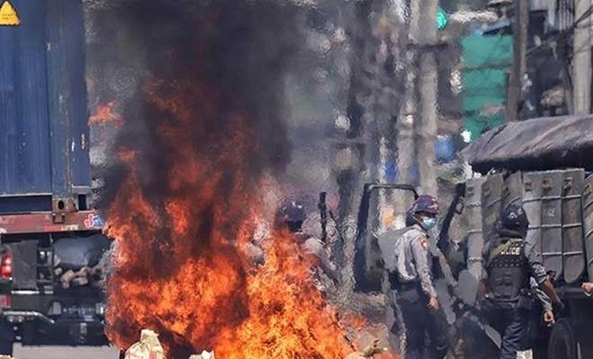 Myanmar ordusundan en az 10 asker öldürüldü!