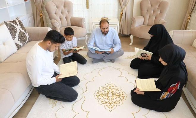 Mescide çevrilen evlerde Ramazan dolu dolu yaşanıyor