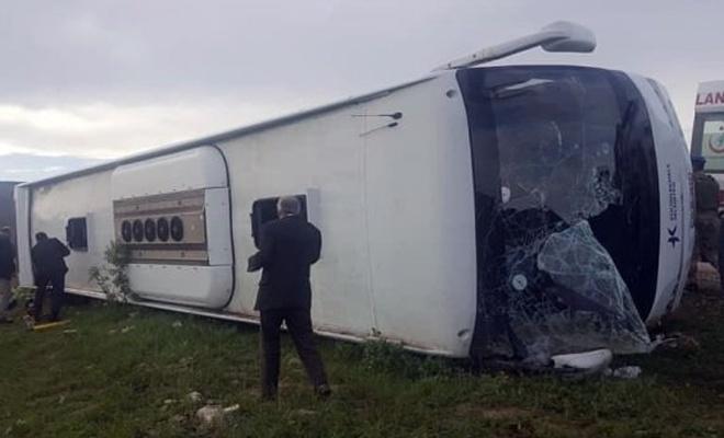 Yolcu otobüsü devrildi: 7 ölü, 30 yaralı