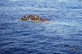 Akdeniz`de göçmenleri taşıyan bot battı: 117 ölü