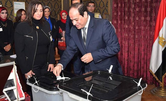 Mısır'da göstermelik parlamento seçimleri başladı