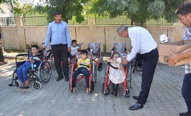Şırnak'ta engellilere tekerlekli sandalye hediye edildi