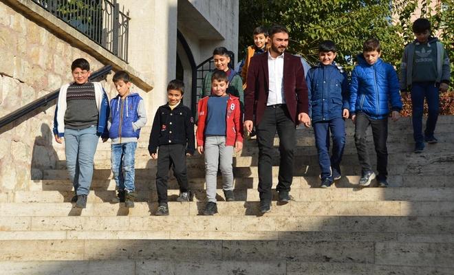 Öğrenciler ara tatilde tarihi mekânlar ve camileri gezdi