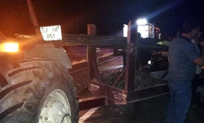 Otomobil traktöre çarptı: 5 yaralı