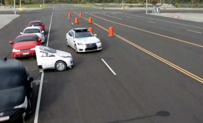 """Sürücüsüz otomobillerde """"gardiyanlı"""" güvenlik"""