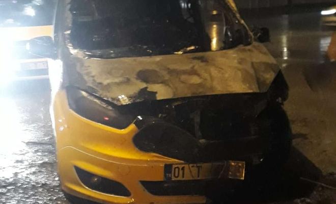 Seyir halinde olan taksi alev aldı biri ağır 2 yaralı