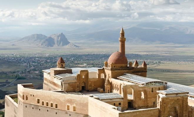 Harika mimari yapısıyla: İshak Paşa Sarayı