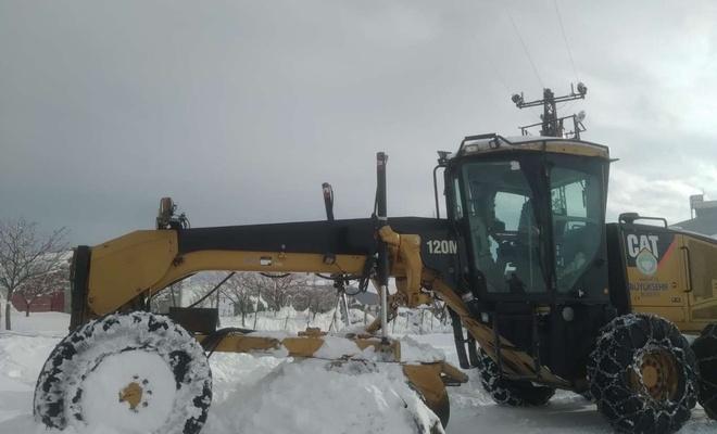Malatya'da kardan kapanan yolların açılması için çalışmalar sürüyor