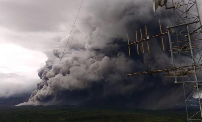 Semeru Yanardağı'nda patlama