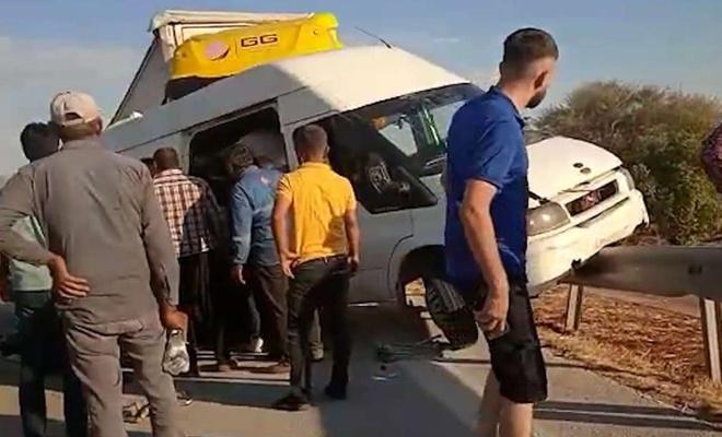 Gaziantep'te tır minibüse çarptı: 3 ölü 16 yaralı