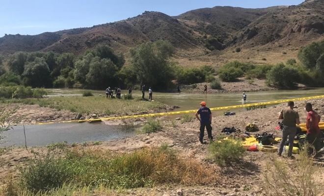 Kızılırmak'a giren baba kayboldu, 2 çocuğu boğuldu