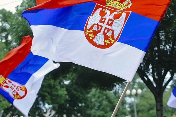 Sırbistan, komşu ülke vatandaşlarını da aşılamaya başladı