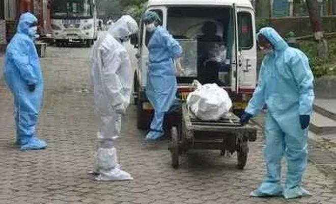 """Hindistan'da şimdi de """"yeşil mantar"""" enfeksiyonu görüldü"""