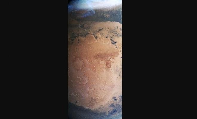 İşte  Mars'ın donmuş yüzeyi