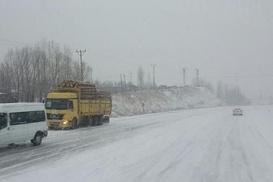 Balkanlar`dan kar geliyor