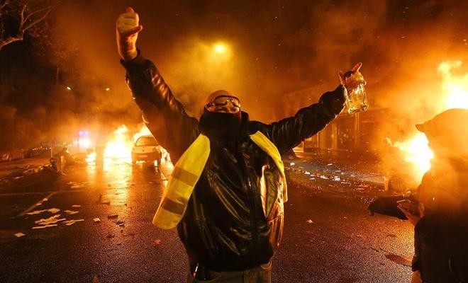 Sarı Yelekliler polisle çatıştı: 20 yaralı