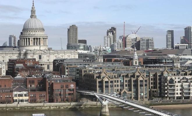 İngiltere'de koronavirüsten can kaybı hızla yükseliyor