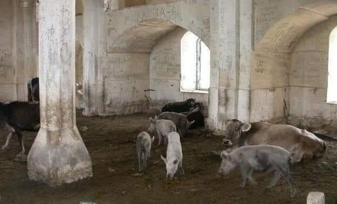 Ermenistan'ın, tarihi camileri domuz ahırına çevirdiği ortaya çıktı
