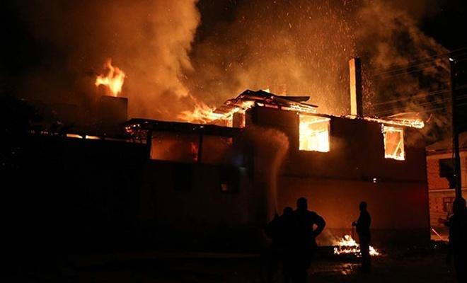 Evde çıkan yangında 2 çocuk hayatını kaybetti