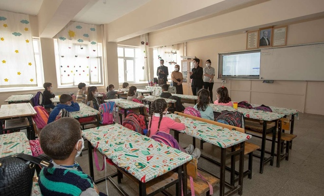 Van'da öğretmen ve öğrencilere Coronavirus eğitimi verildi