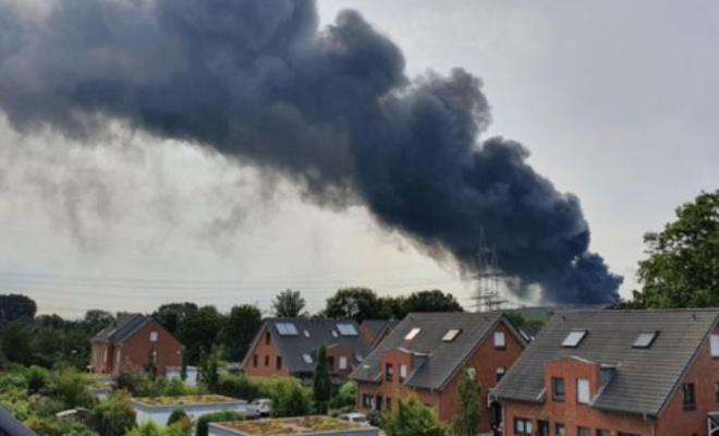 """Almanya'da  patlama! Halka """"Dışarı çıkmayın"""" uyarısı yapılıyor"""