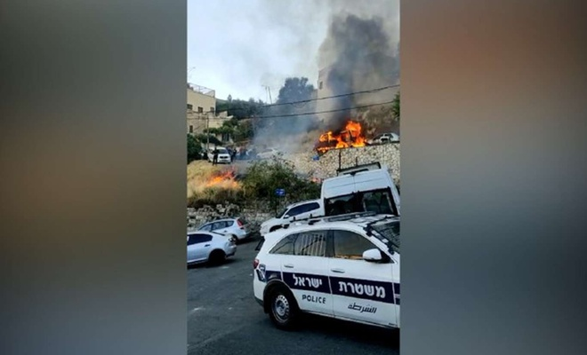 Siyonistler Filistinlilerin araçlarını yakıyor