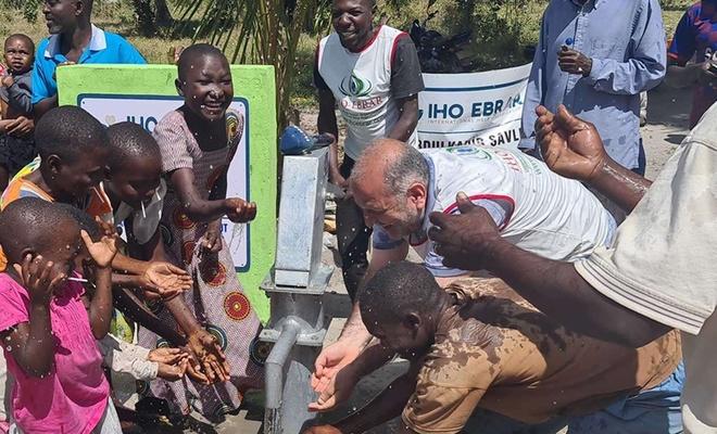 İHO-EBRAR Tanzanya'nın 8 köyünde su kuyusu açtı