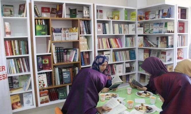 Diyarbakır`da açılan kitap kafe yoğun ilgi görüyor