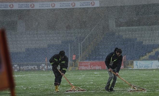 Medipol Başakşehir-Bursaspor maçı ertelendi