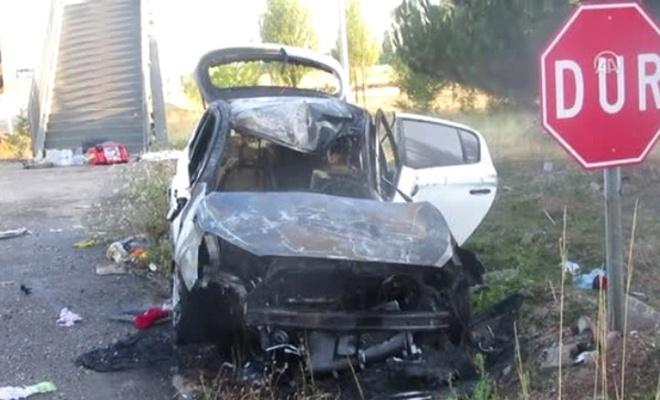 Bariyerlere çarpan otomobil alev aldı: 1 ölü, 3 yaralı