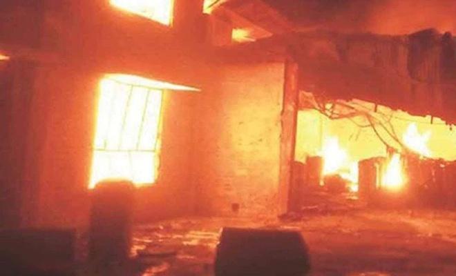 Artvin'de çıkan yangında 4 ev yandı