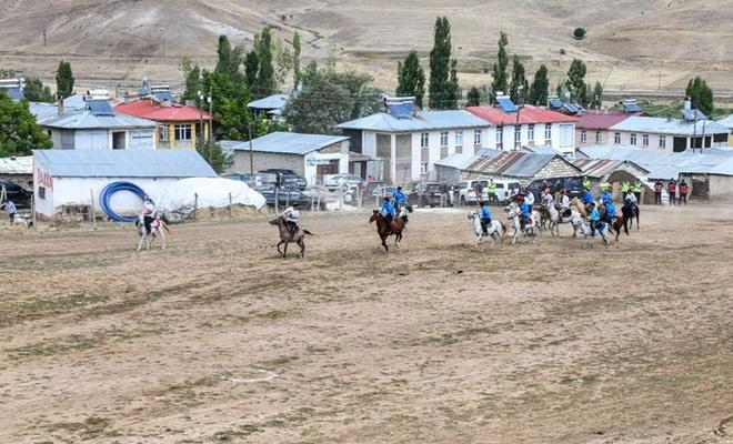 Van'da yaşayan Kırgızlar geleneklerini yaşatmak için şenlikte buluştu