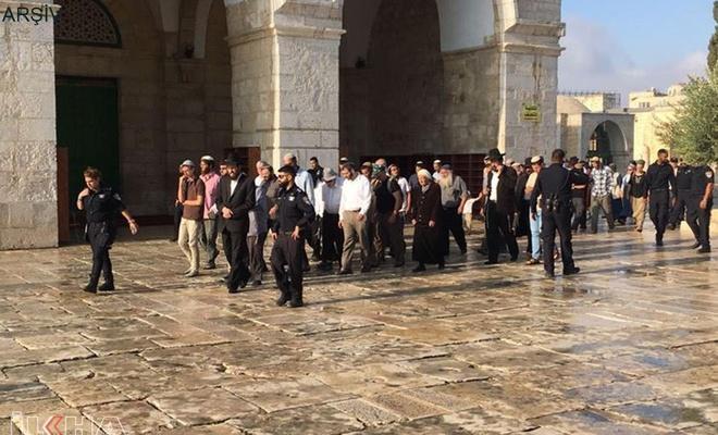 İşgalci Yahudi yerleşimciler Aksa baskınlarıyla provokasyonlarına devam ediyor