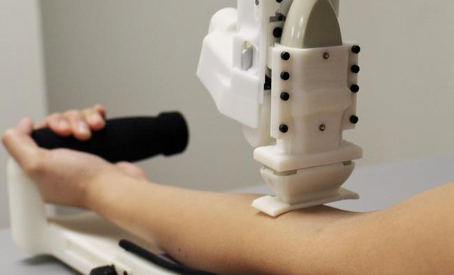 Hastanın kolundan kan alabilen robotlar geliştirildi