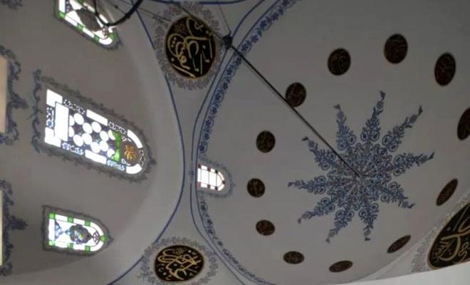 514 yıllık Nasrullah Camii'ne ucuza gelsin diye restorasyon yerine badana yapılınca...