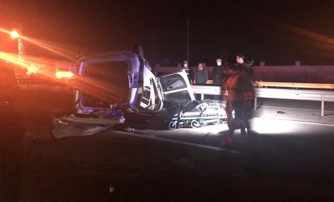 Ticari araç otobüse çarptı! 1 ölü, 1 yaralı