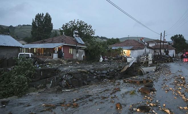 Başkentte kuvvetli sağanak etkili oldu: 3 kişi hayatını kaybetti