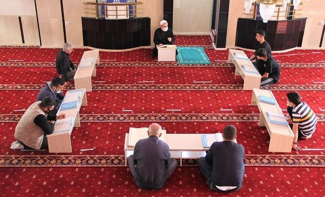 14 asırlık mukabele sünneti camilerde yaşatılıyor