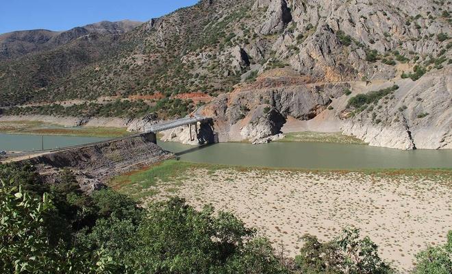 Kuraklık Fırat Nehri'ni vurdu, sular onlarca metre geri çekildi
