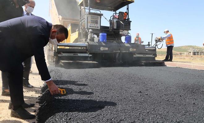 Siirt Valisi Hacıbektaşoğlu, asfalt çalışmalarını yerinde inceledi