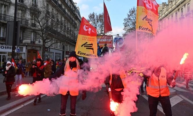 Fransa`da işçi emekli ve memurlar da sokağa çıktı