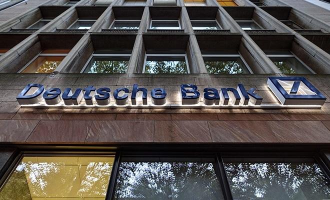 Almanya'nın en büyük bankasının hisselerinde sular durulmuyor