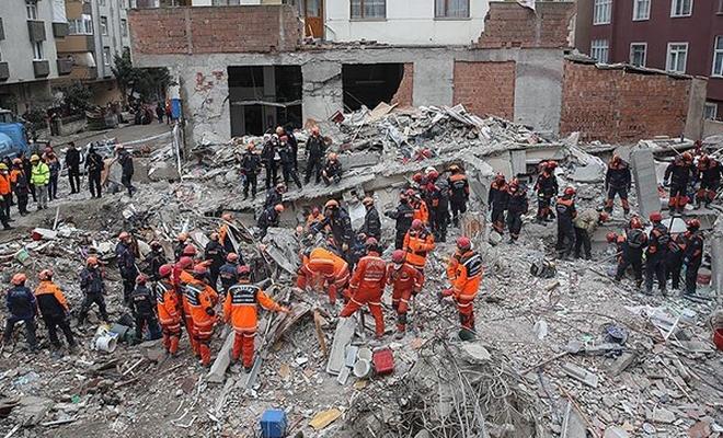 Kartal'da çöken binada yaralananlardan 2'sinin durumu ciddi'