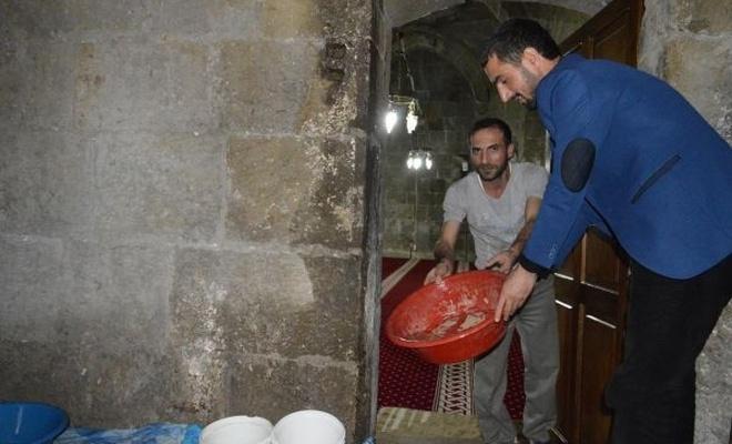 Tarihi camilerin damlama sorunu bitmiyor