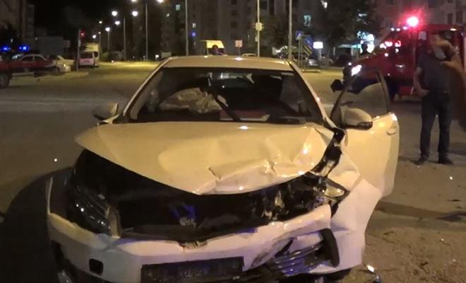 Çorum`da iki otomobil çarpıştı: 5 yaralı