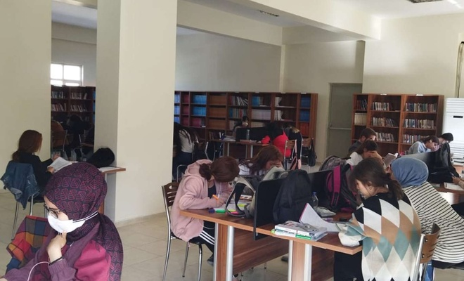 Diyarbakır'da öğrenciler kütüphanelerden yararlanıyor