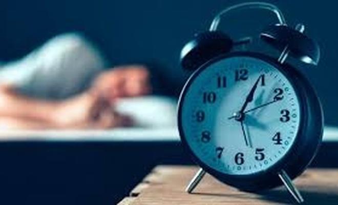 Alarm kurarak uyananlara uzmanlardan önemli uyarı