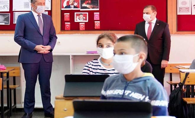 Öğrencilere 60 bin tablet dağıtıldı